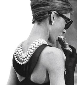 luscious-pearl-necklace-earrings-bracelet-Audrey-Hepburn-with-pearls